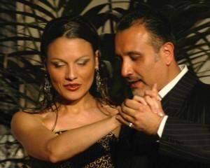 Tango tanzen, Tango lernen mit Ricky Barrios und Laura Melo, Mit der Musik spielen