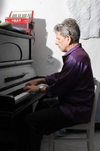 Steve Morrall am Klavier in der Villa La Rogaia